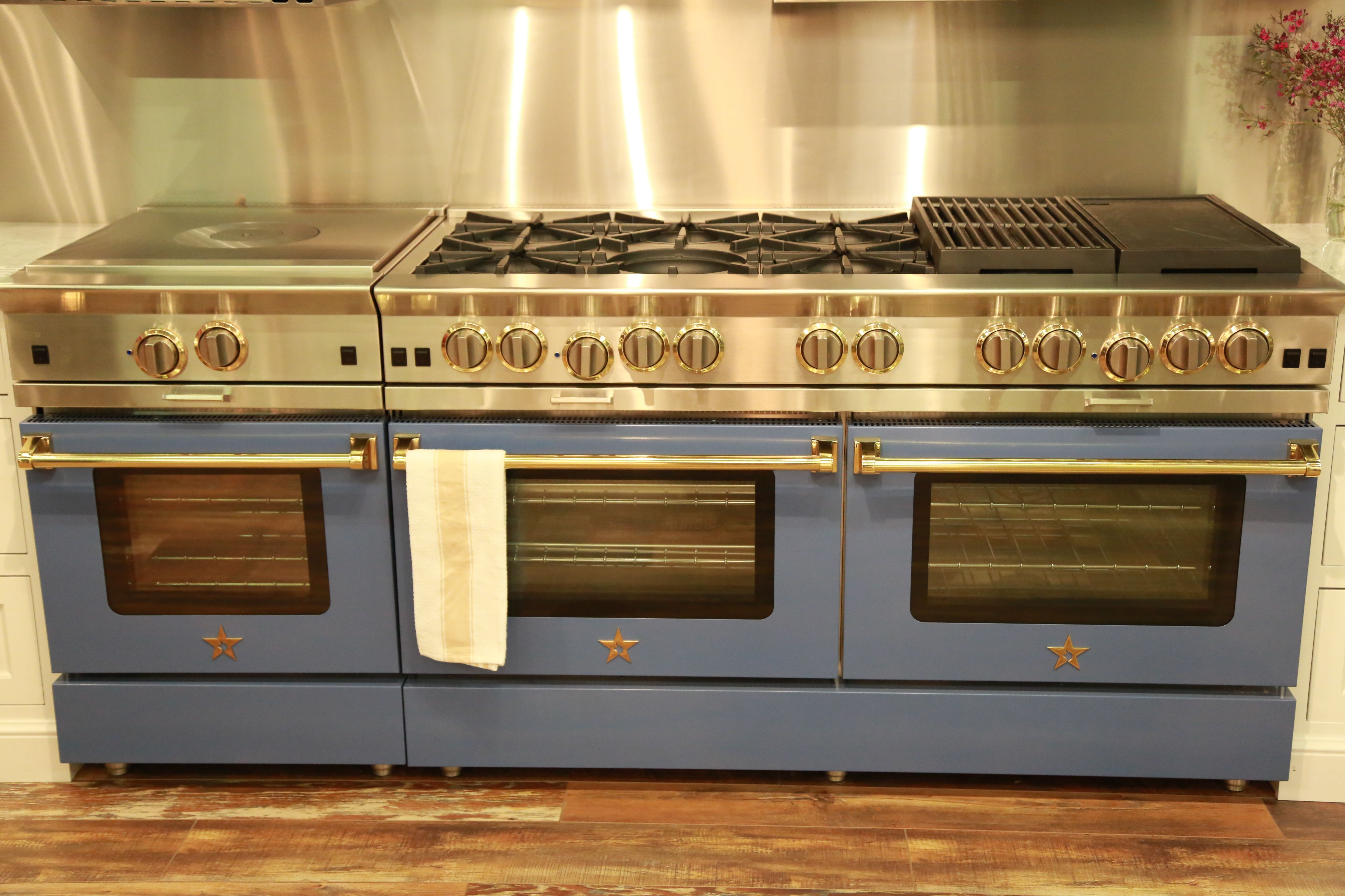 A 60 Bluestar Platinum Range With A 24 Rnb Frenchtop Companion Piece With A Matching Chefs Kitchen Design Professional Kitchen Appliances Kitchen Appliances