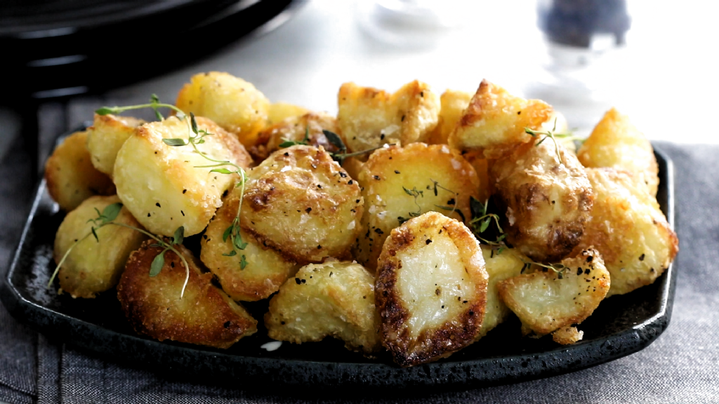 After you have tried this recipe for Roasted Potatoes, you will never try another! Not only are they so tasty, they are insanely crunchy and crispy too although they're oven baked, finished with a touch of thyme! Why have them only at Christmas? #ErrensKitchen #roastedvegetables #crispy #potato #roastpotatoes #roastperfect #thyme #sidedish #christmas #christmasideas #christmasdinner #potatorecipes #potatoes