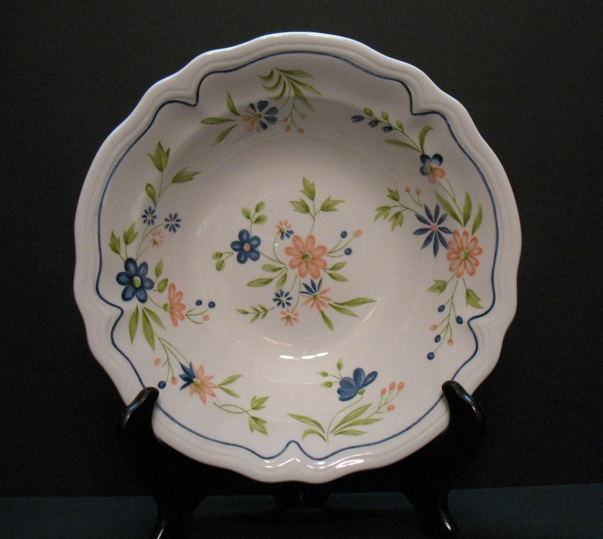 Two Vintage Federalist Ironstone Round Vegetable Bowls 1960-70s Floral Motif