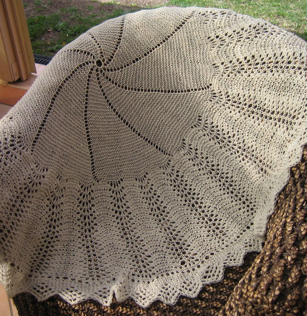 59d21cedd Free Knitting Pattern for Bubbles Circular Baby Blanket or Shawl ...