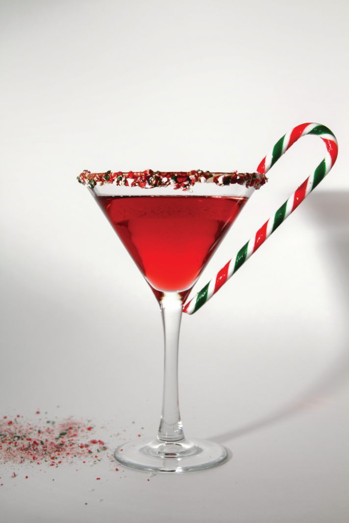 Winter wedding ideas 7 signature drinks to impress your for Christmas cocktail decorations