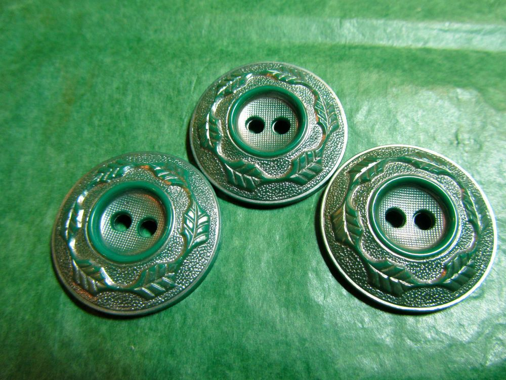 """(3) - 1&1/16"""" LEAF DECOR EDGE FROSTED GREEN 2-HOLE BUTTONS - VINTAGE Lot#NL684"""