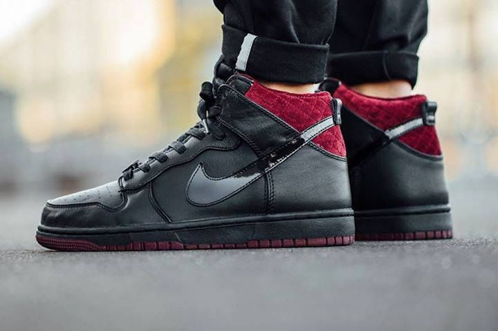 On foot look at the Nike Dunk CMFT PRM QS Coffin. Coming 20th November.