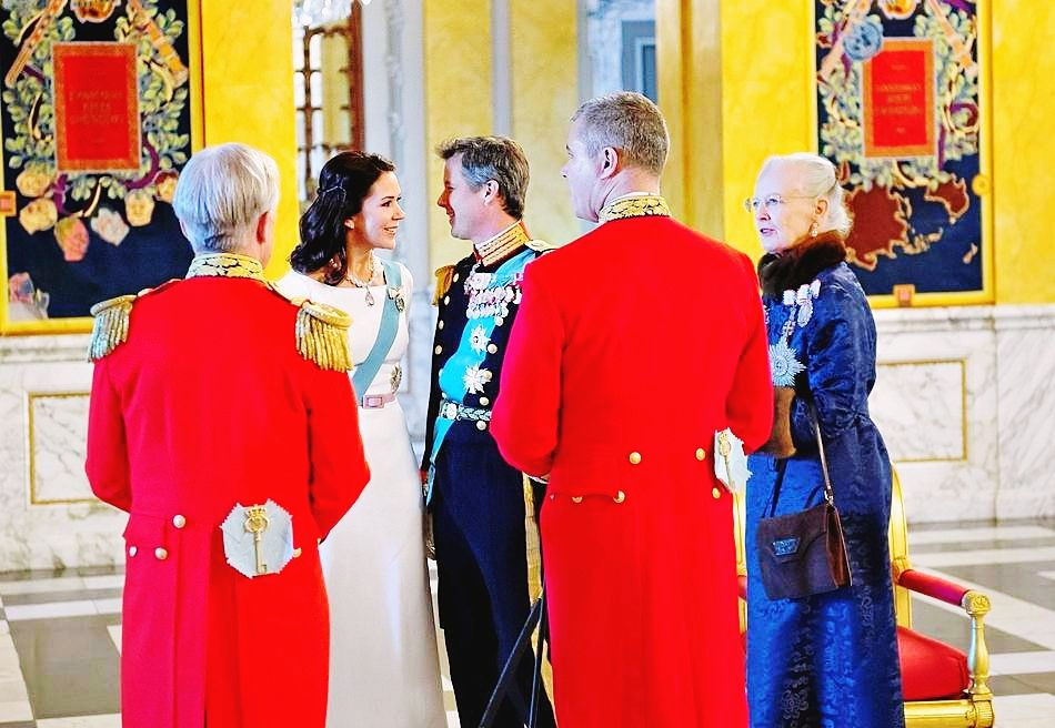 kronprinsenfrederik:  2016.01.05 The Crown Prince Couple and the Queen, at the New Year's Banquet for the diplomatic corps, at Christiansborg Palace.