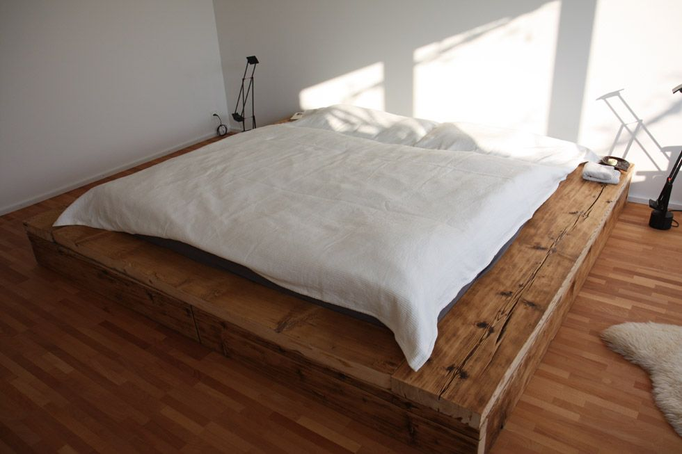 bett aus altholz dormir pinterest altholz bett und liebeserkl rung. Black Bedroom Furniture Sets. Home Design Ideas