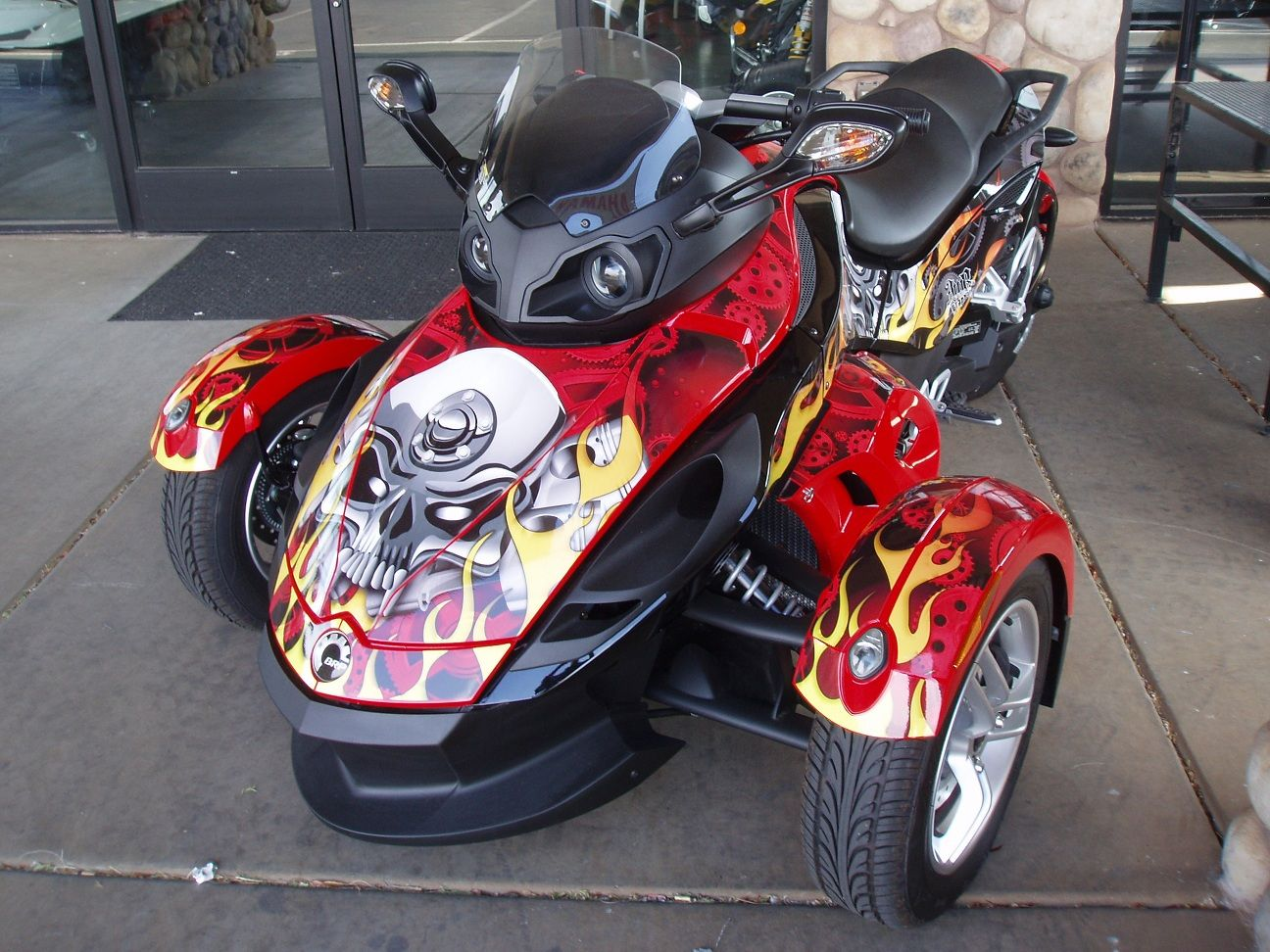 Can am spyder graphics motorhead in red