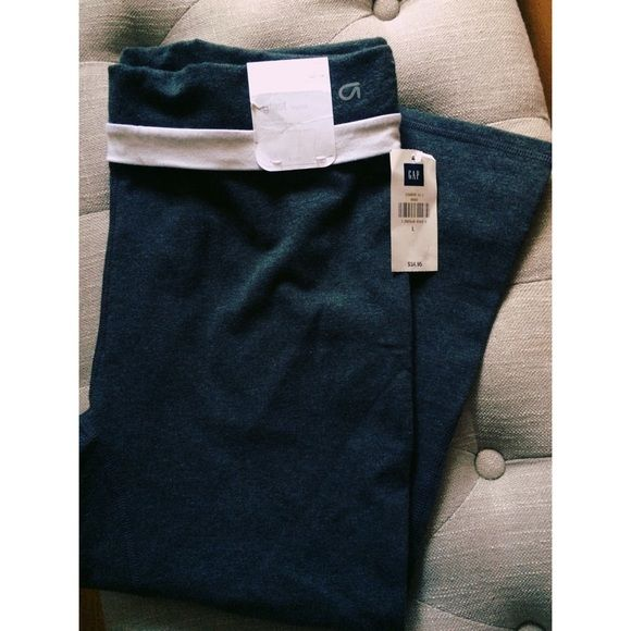 GAP gfast legging GAP brand new color grey with white band can flap up for white or down for grey and white. Size Large Capri style. GAP Pants Track Pants & Joggers