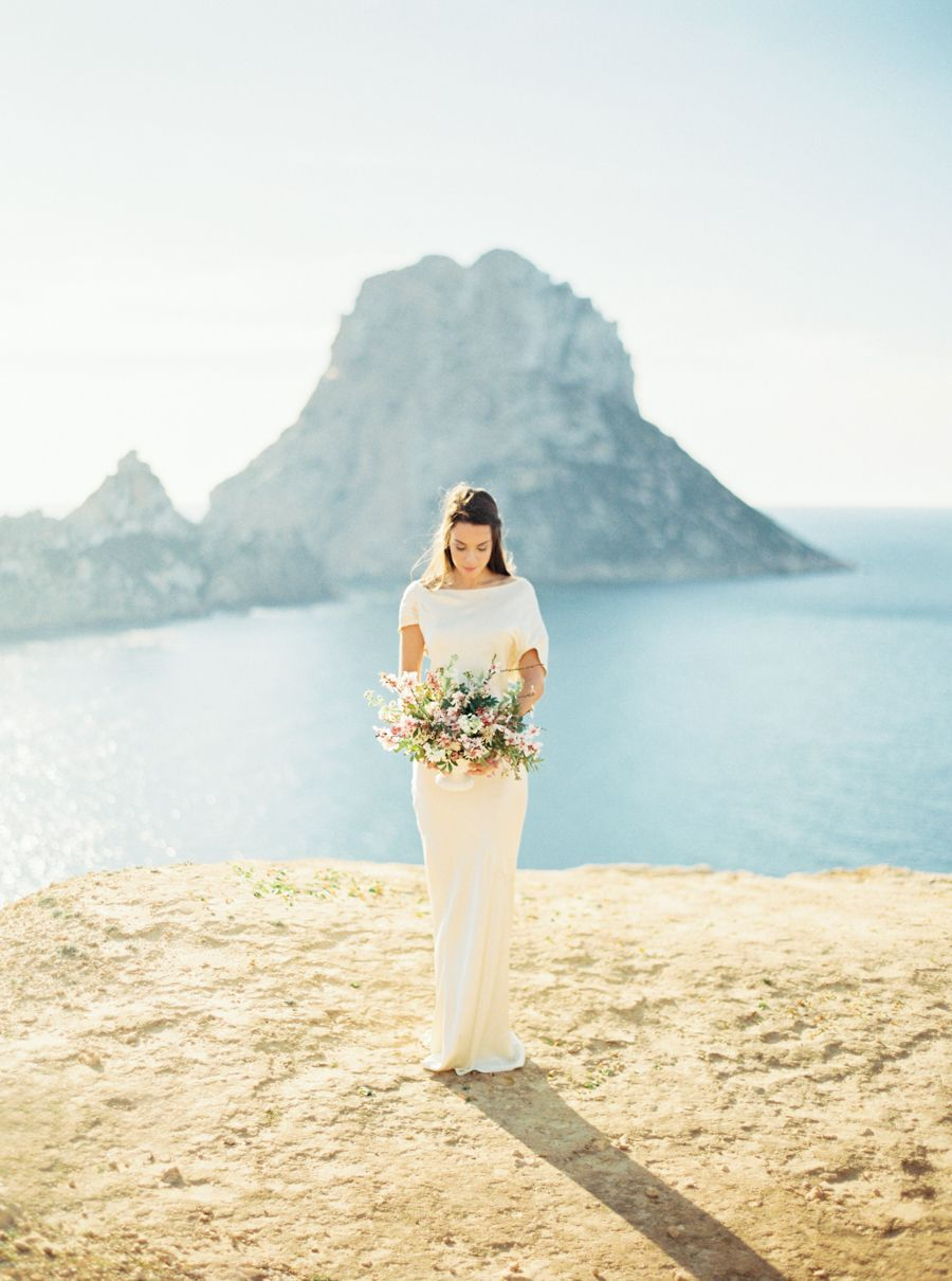 Pantone\'s Color of the Year Sparkles in Ibiza | Pinterest | Novios