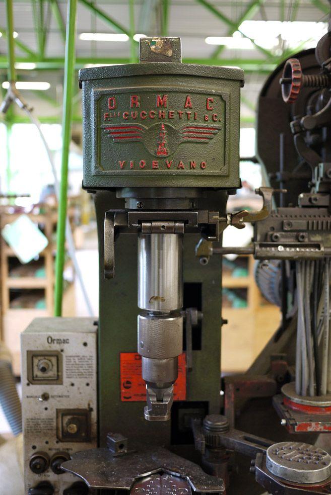Machine à travailler le #cuir