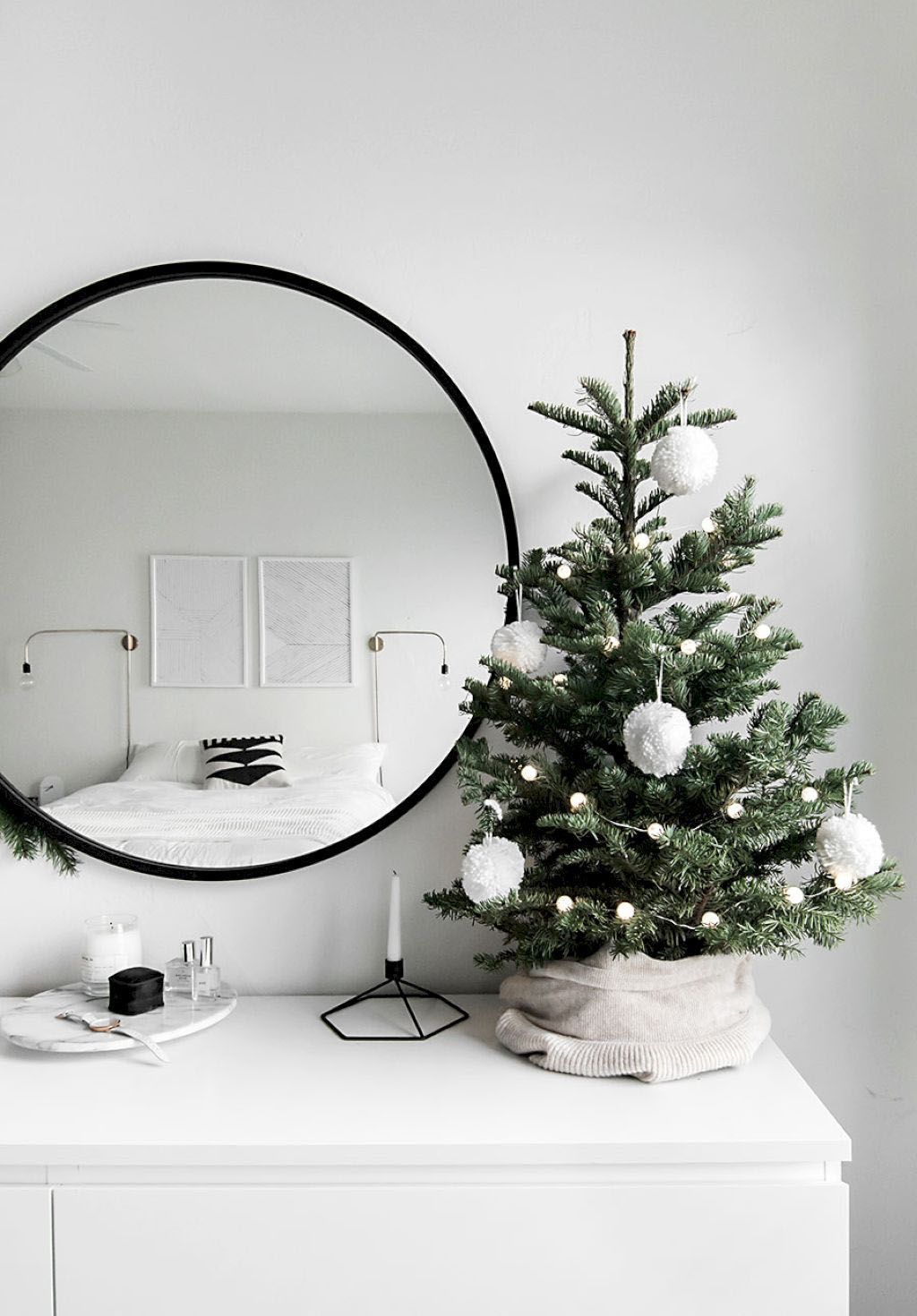 15 Best Apartment Decorating Ideas and Techniques #smallapartmentchristmasdecor