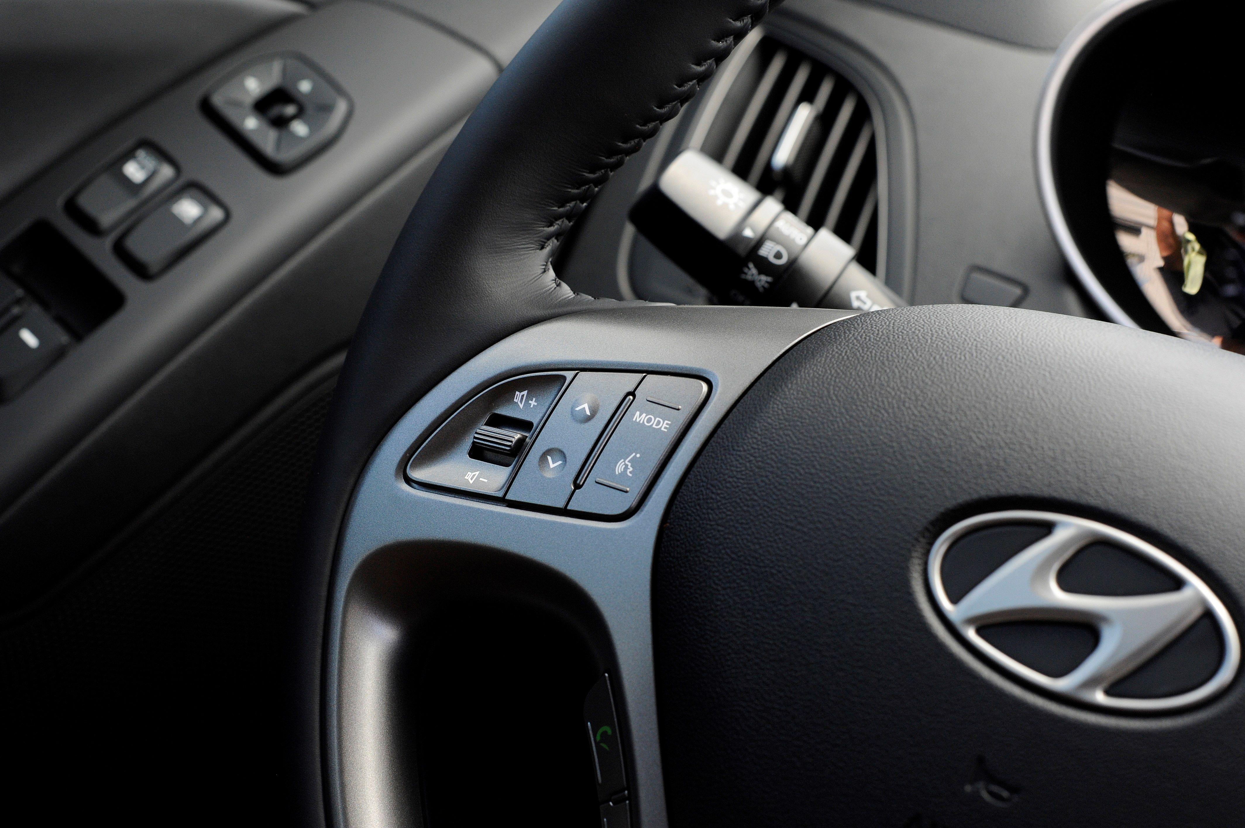 2014 hyundai tucson steering wheel controls for audio phone standard