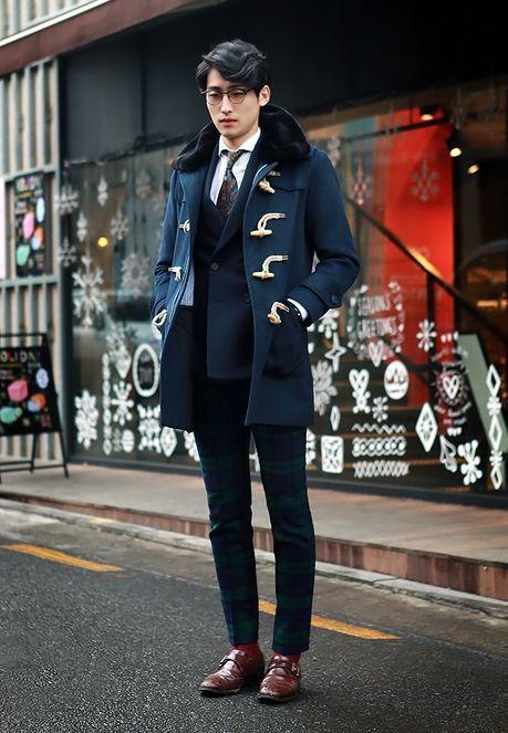 homme habillé chic en duffle coat