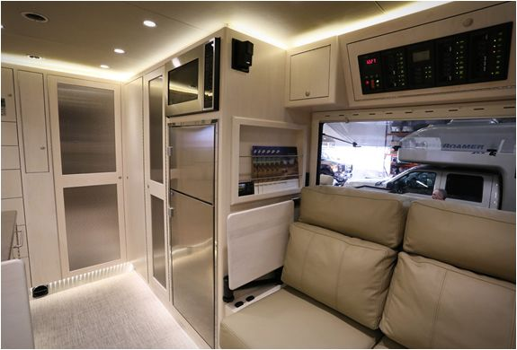 earthroamer xv lt vehicles a class and diesel. Black Bedroom Furniture Sets. Home Design Ideas
