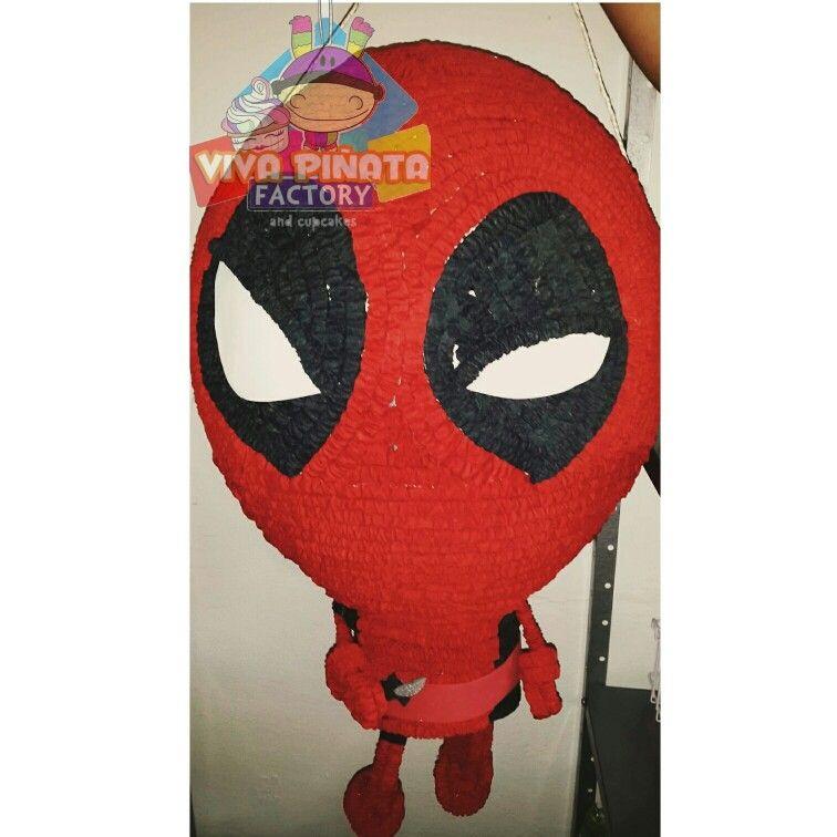 Piñata Deadpool...aun no se estrena la película pero en #VivaPiñataFactory  ya tenemos la piñata.