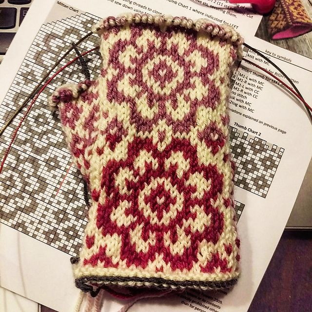 End of May Mittens pattern by Mandy Powers | Guantes