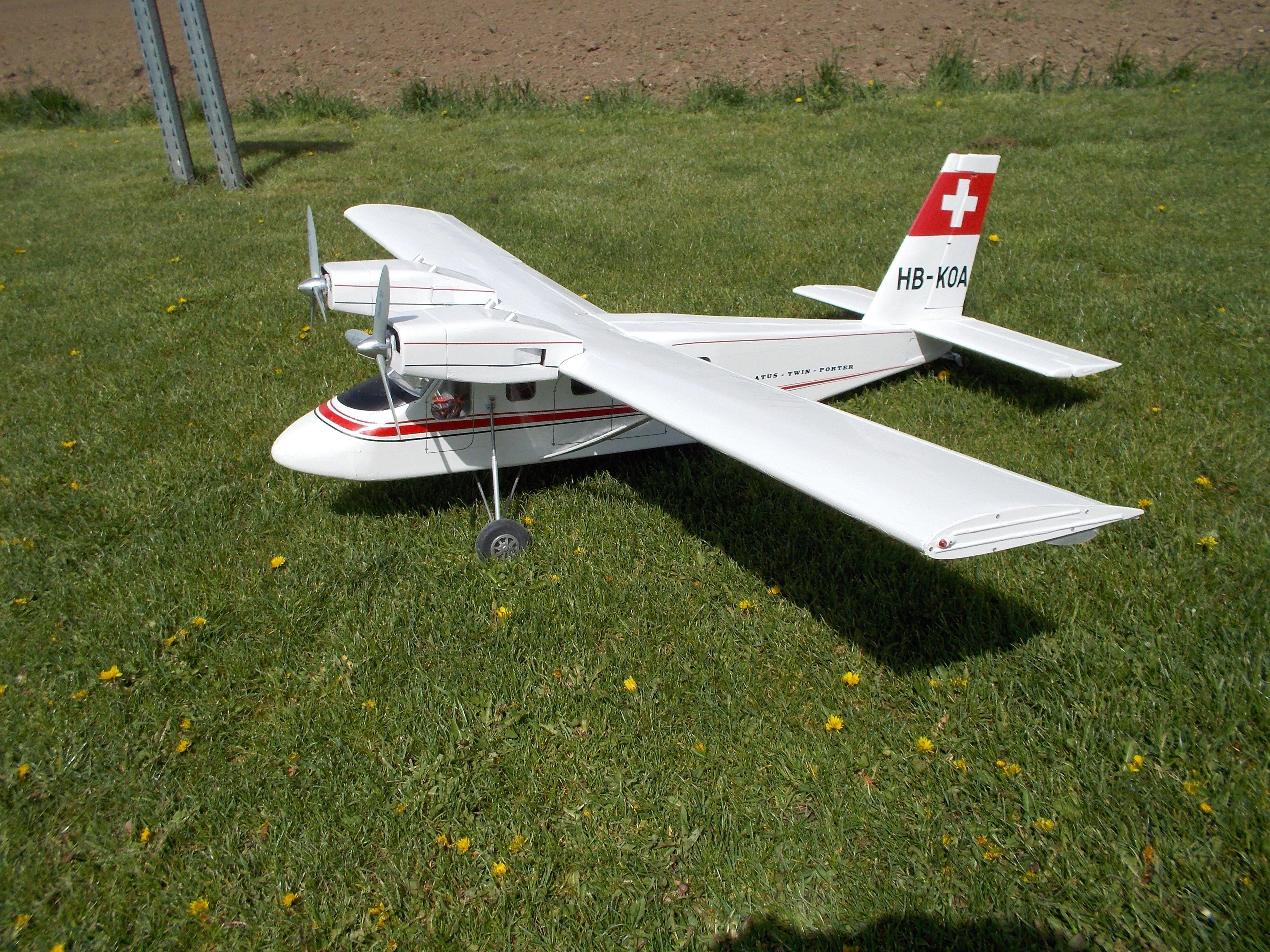 Pilatus Pc 8 Twinporter Nach Eigenen Planen Gebaut M 1 8 Motos