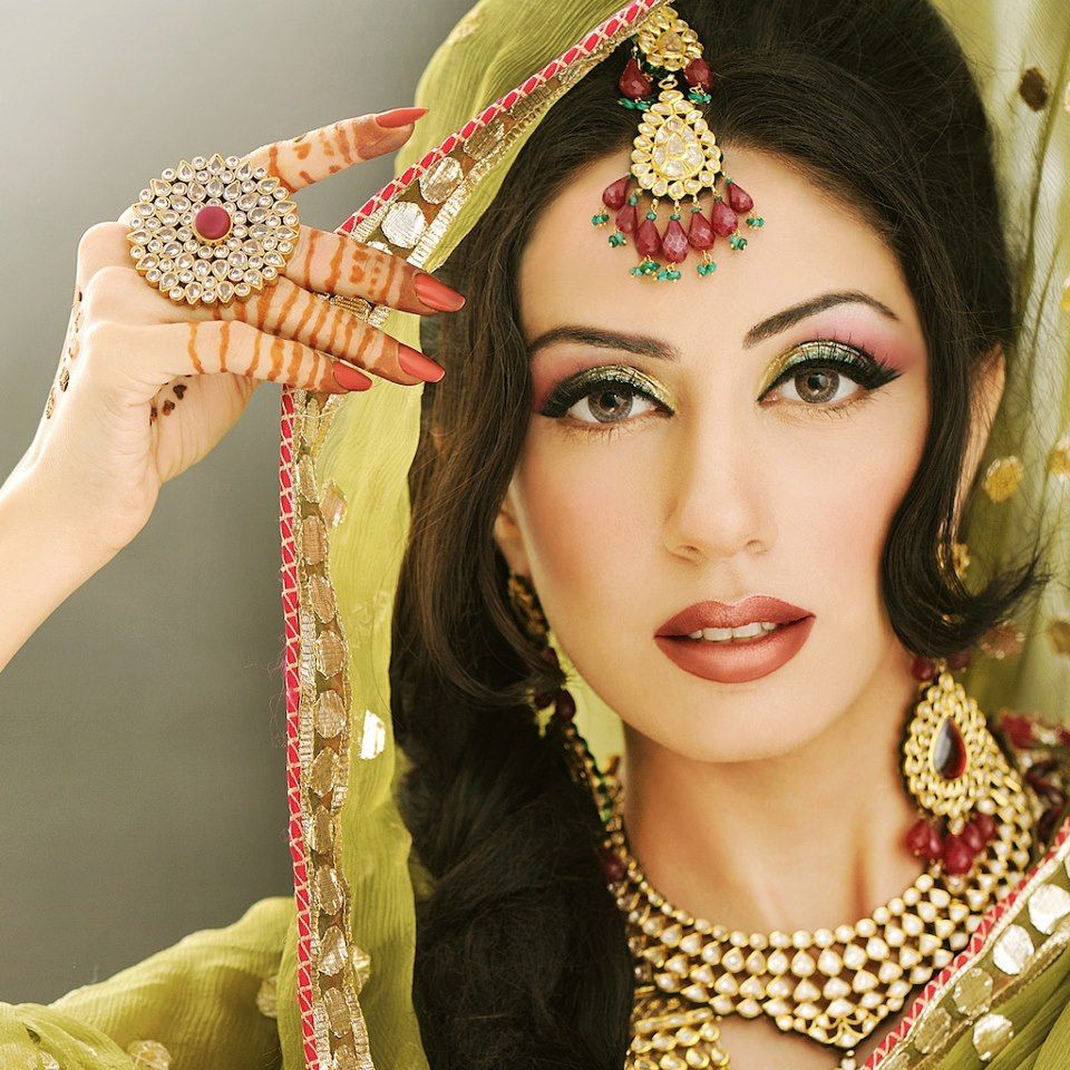 Latest Makeup Ideas for Mehndi Function