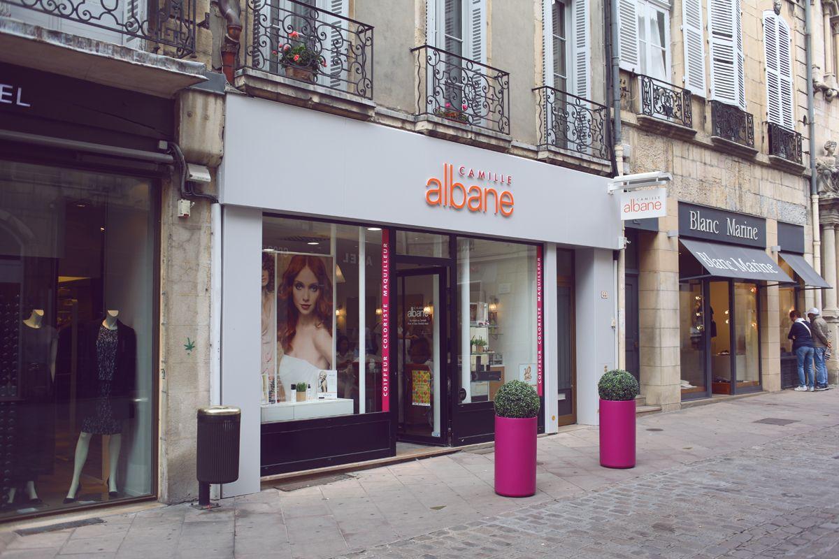 Habillage de façade en aluminium avec caisson lumineux et lettres type blocled - Camille Albane - Dijon - Sodifalux