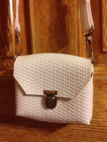 White Xs Vintage Box Like Lock Crossbody Purse Great Cond Unique Metal Adj Strap