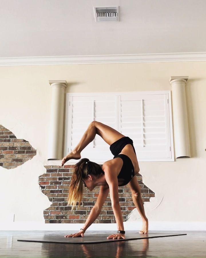 Spaß-Morgen-Yoga-Fluss - Yoga & Fitness  Spaß-Morgen-Yoga-Fluss,  #fluss #morgen  #Fitness #SpaßMorg...