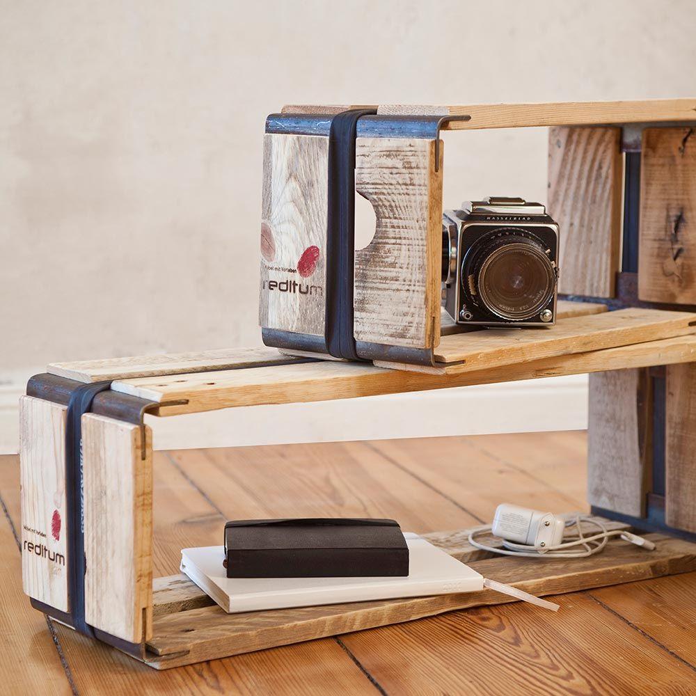 Reditum Systemregal  Recycling pur: die flexiblen Regalmodule bestehen aus ausgedienten Holzpaletten und werden von Fahrradschläuchen und Metallwinkeln stabil zusammengehalten.
