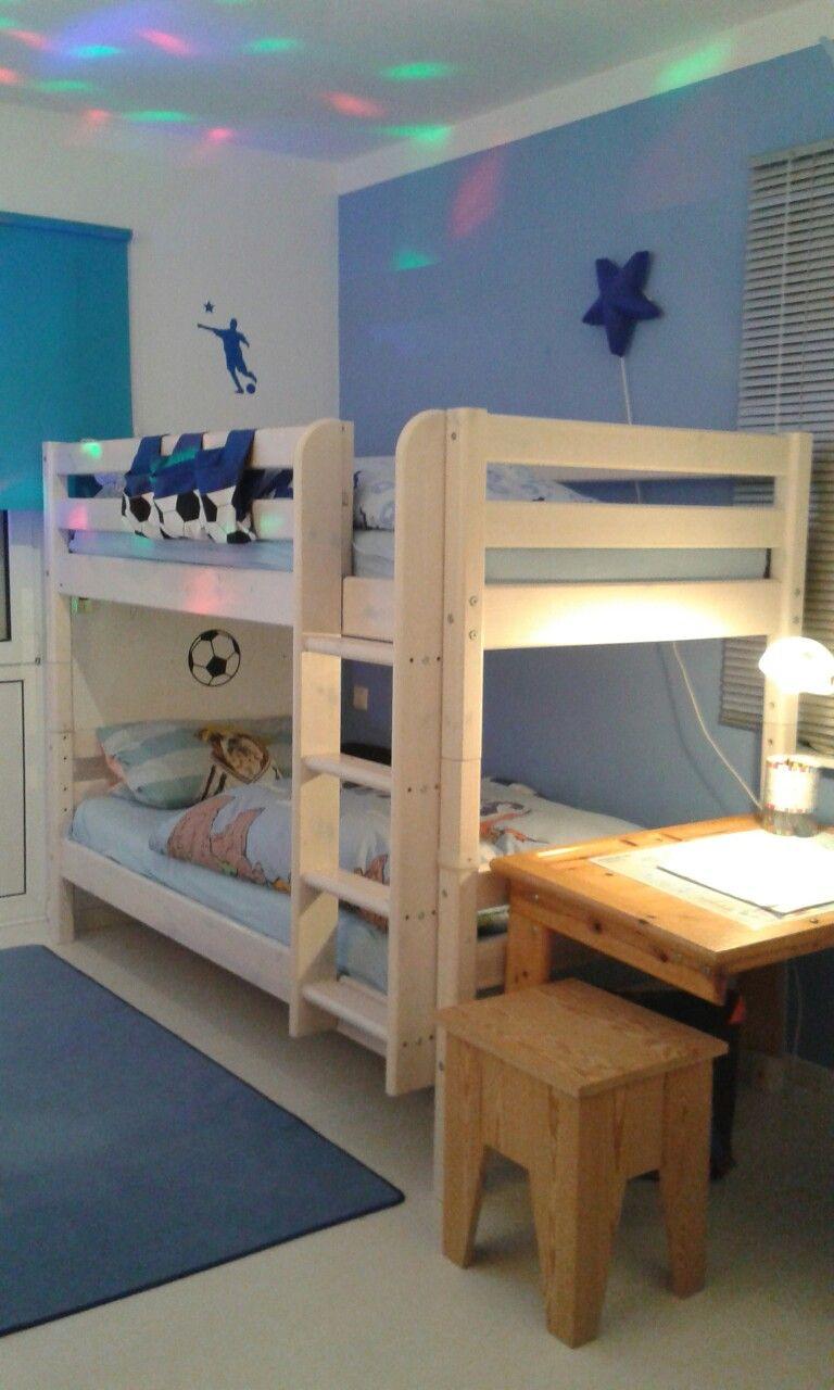 Kinderzimmer Junge Thema blau Bett Flexa weiss lasiert