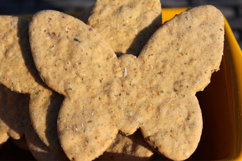 Applesauce And Oatmeal Dog Treats Homemade Dog Cookies Dog