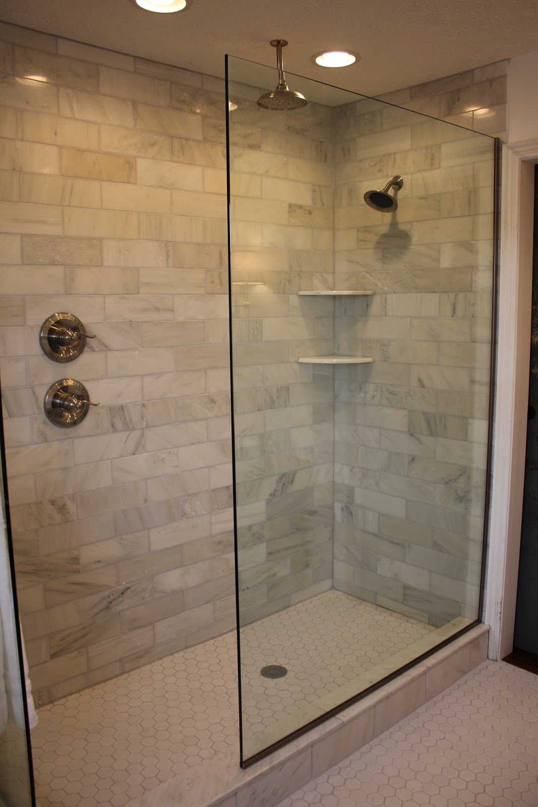 Cool glass doorless shower design decor with brick soft for Glass bricks designs