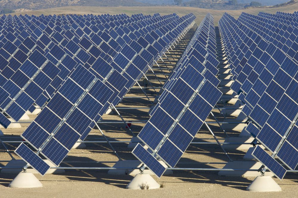 Abandoned California Oil And Gas Field Will Soon Be A Solar Farm Solar Farm Solar Solar Power Plant