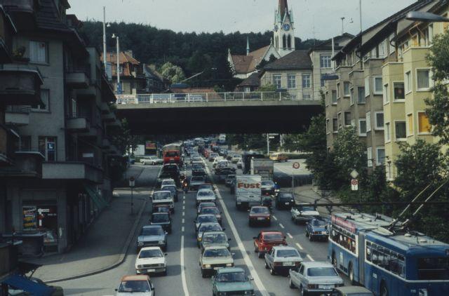 Zurich Verkehr Auf Der Rosengartenstrasse Com Lc0761 006 004 Zurich Strasse Garten