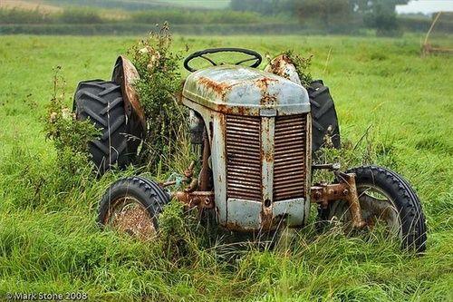 vähän käytetty traktori