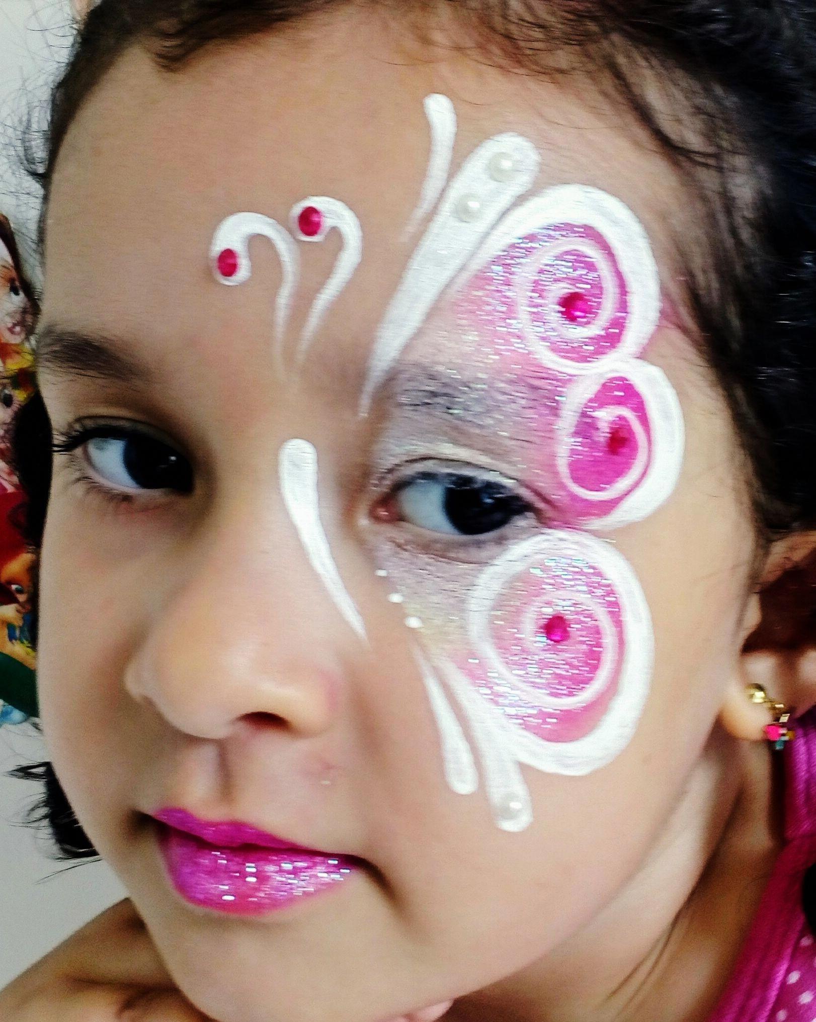 Photo of Jeg elsker de enkle linjene på denne sommerfuglen, uten oversikt – Borboleta Face Painting