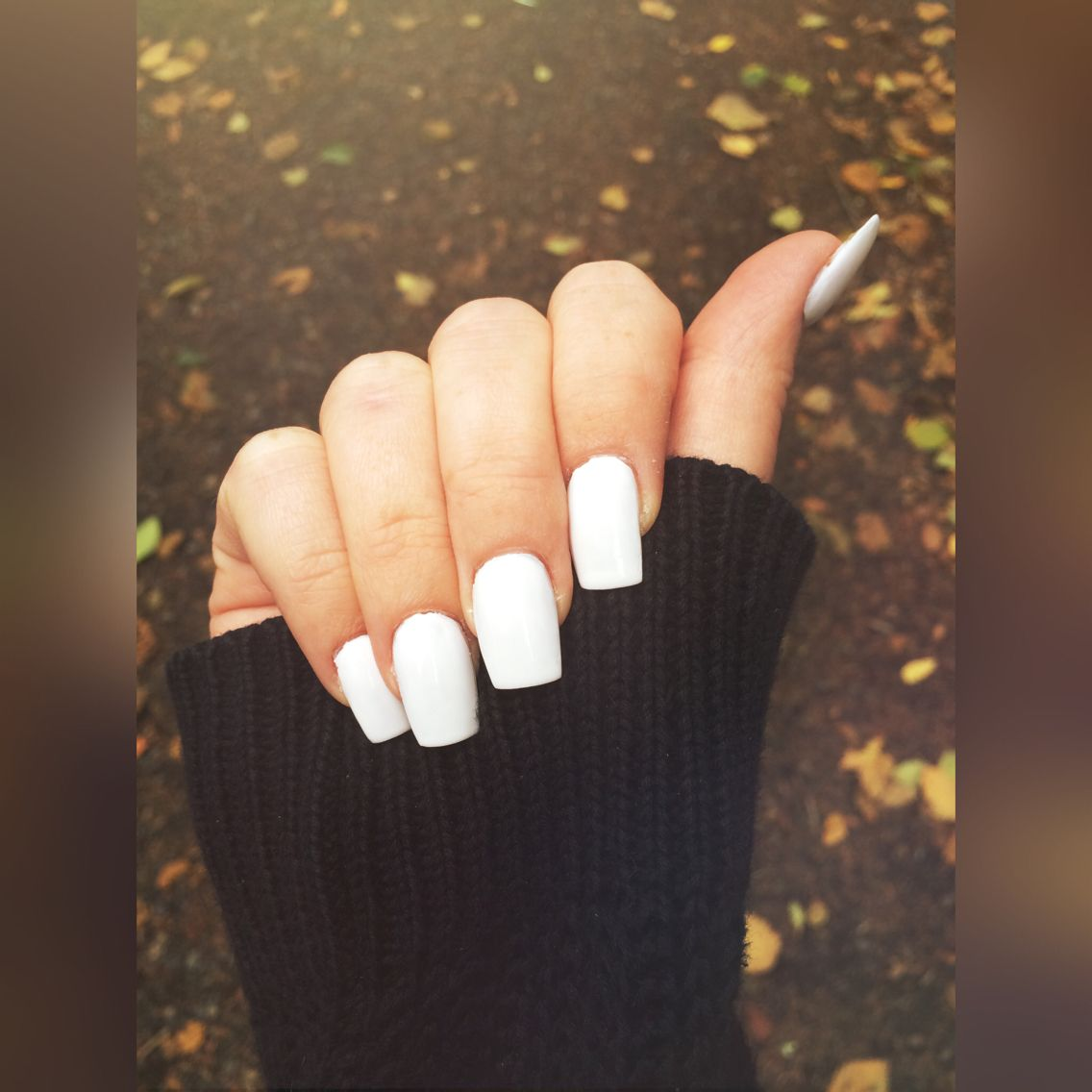 White Square Acrylic Nails Clean Stylish Pretty And A Bit Of Fall In The Background White Acrylic Nails Square Acrylic Nails Oval Acrylic Nails