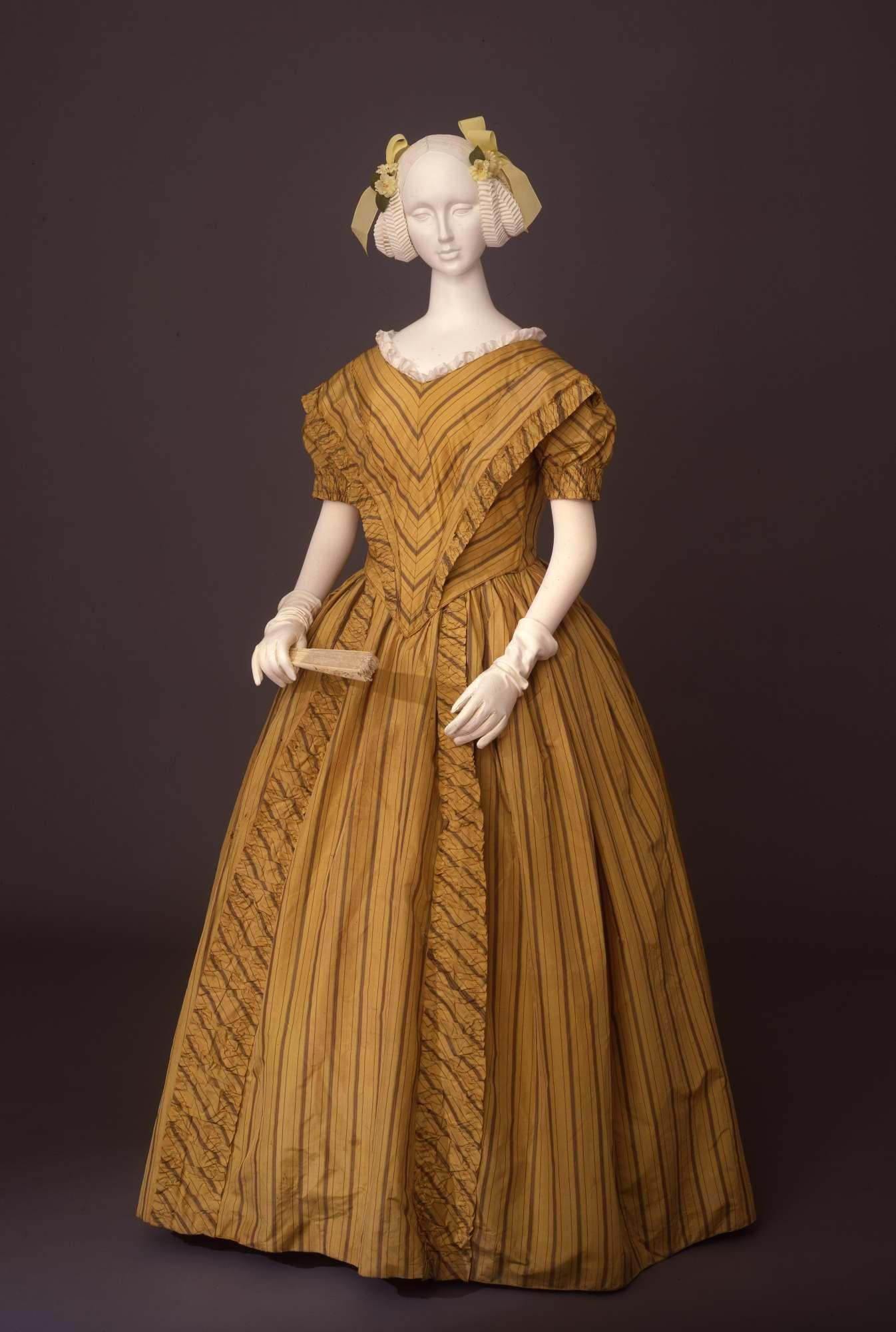 1840 Evening dress Silk taffeta Historical dresses