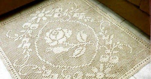 Un tappeto con il fiore centrale e corona fiorita. Molto