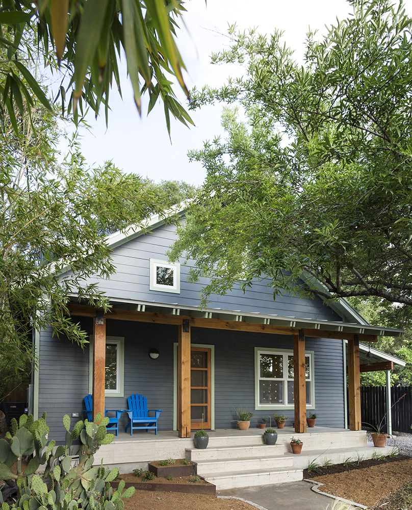 Architect J C Schmeil Renovated And Added Onto A 1935 Austin Bungalow In Order To Better Accommodate His Family Th Austin Homes House Exterior Craftsman Porch