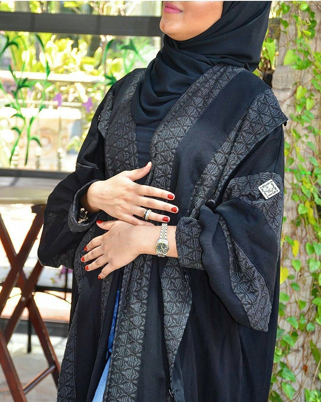 Repost Alzain Abaya With Instatoolsapp متوفرة للبيع الفوري كولكشن عيد الاضحئ المبارك من كولكشن العملي عبايه عمليه Abaya Fashion Fashion Muslimah Fashion