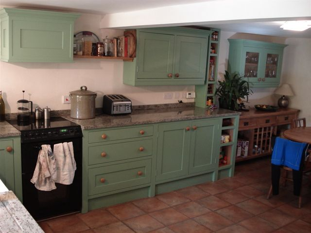 Shaker Hand Painted Kitchen With Oak Veneered Carcasses