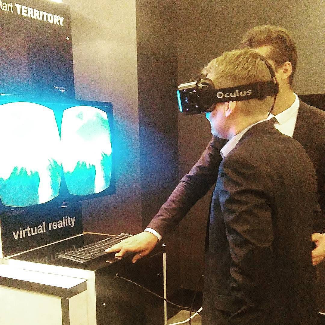 An awesome Virtual Reality pic! Colegul nostru @eu_mi_ a încercat să piloteze o aeronavă.  #schimbalumeaprinfrumusete #beautyforapurpose #avonair #plane #virtualreality by avon_md check us out: http://bit.ly/1KyLetq