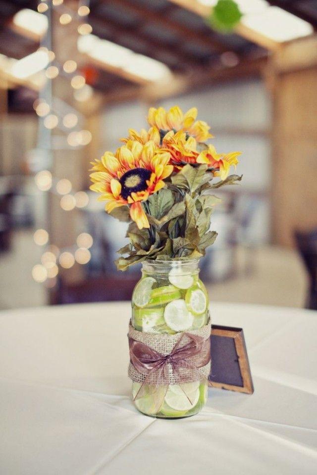 hochzeit-tischdeko-ideen-limetten-marmeladenglas-sonnenblumen - tischdeko basteln sommerfest