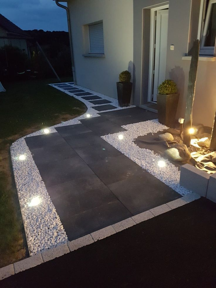Modern Outdoor Lights Are Not Only For Providing Safety And Security But Also For Amazing Decora Driveway Design Courtyard Landscaping Modern Outdoor Lighting