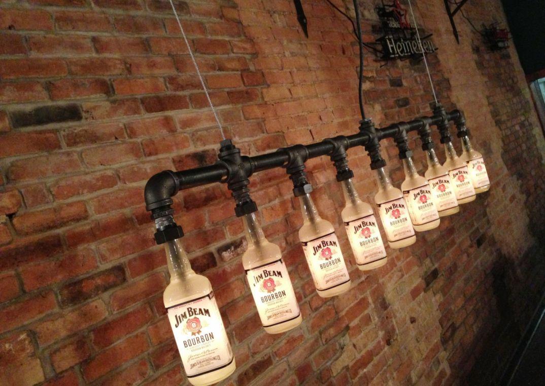 Lampadari Con Bottiglie Di Vetro lampade-applique-stile-industrial-bottiglie-vetro-tubi