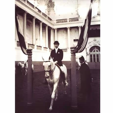 British Rider John Lassetter, is one of the few outside riders to be taken into the Spanish Riding School as a student. Here he is during this year long stay at the school in 1969