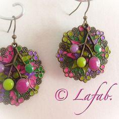 Boucles d'oreilles bronze avec branches rose, violette, anis et  verte. envoi compris