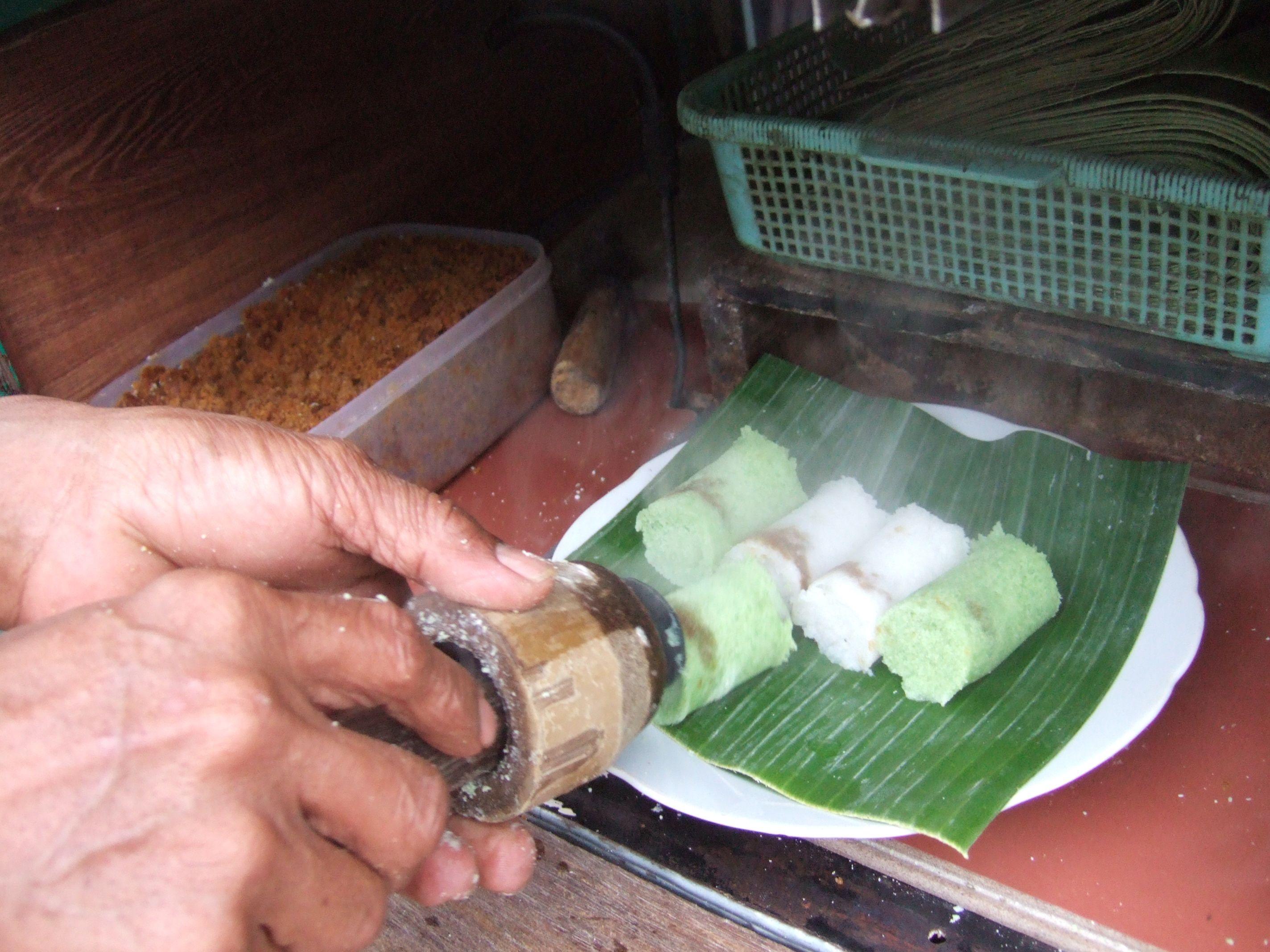Kue Putu Putu Bambu Kue Jadul Makanan Tradisional Cemilan Indonesia Putu Kelapa Makanan Indonesia Makanan Te Makanan Indonesia Cemilan Masakan Indonesia