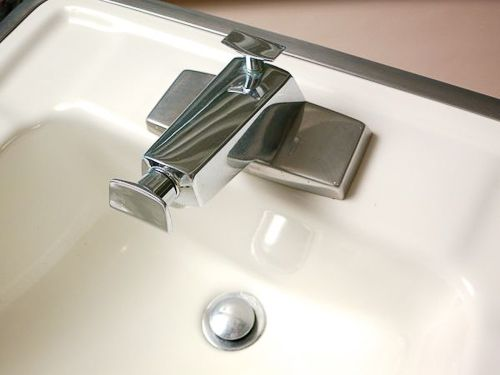 Bathroom Sinks And Faucets