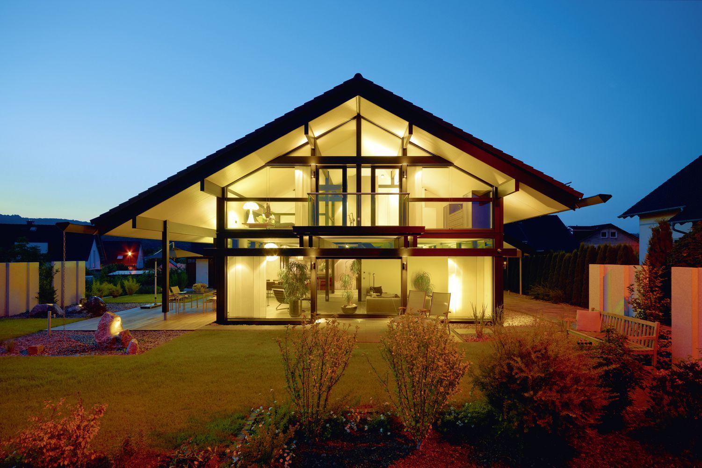 HUF modernes Fachwerkhaus aus Glas und Holz Fertigbauweise
