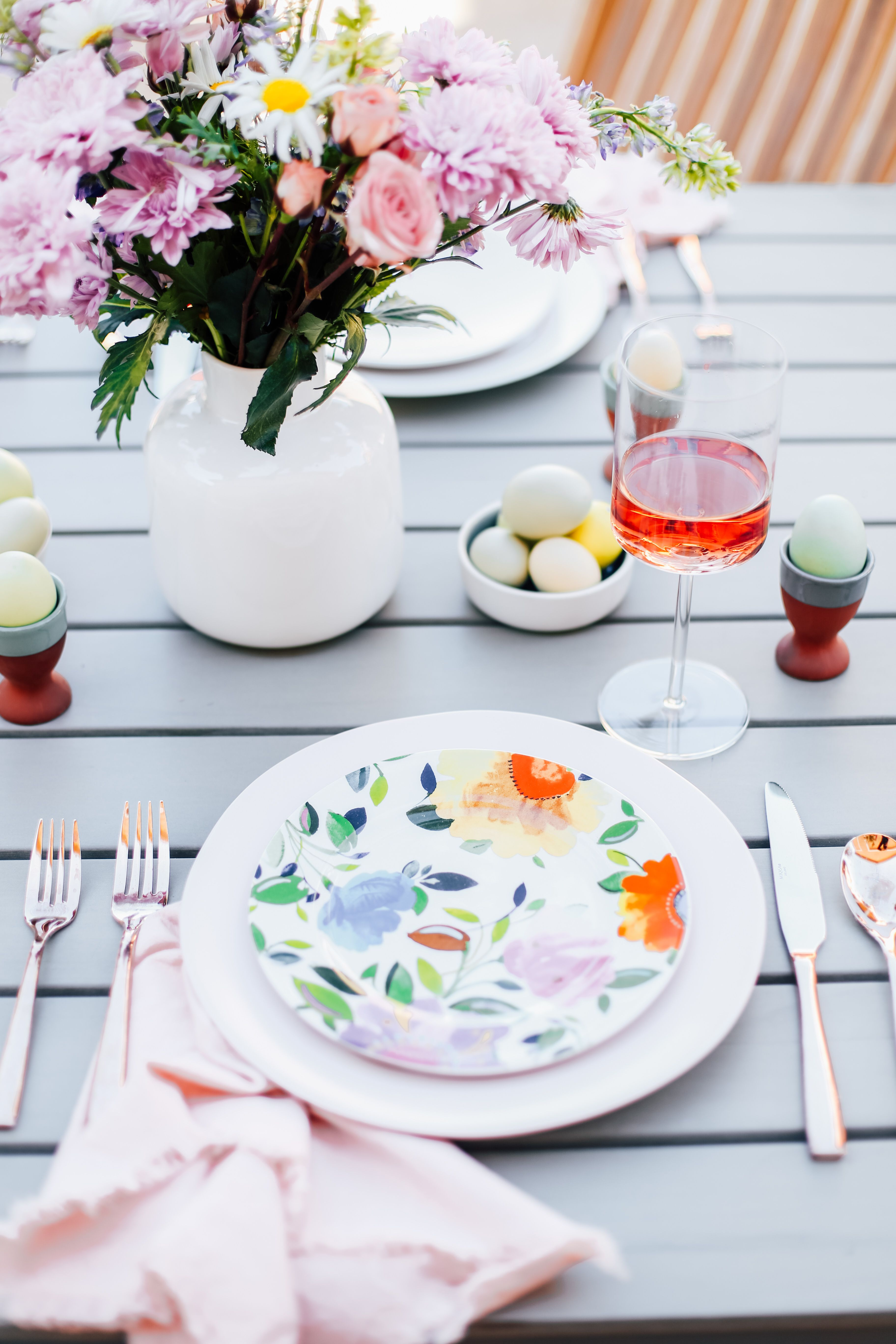 An elegant and simple pastel spring tablescape. This easy table setting idea is filled with & The Sunday Slate: Vol. 6 | White plates Table settings and Tablescapes