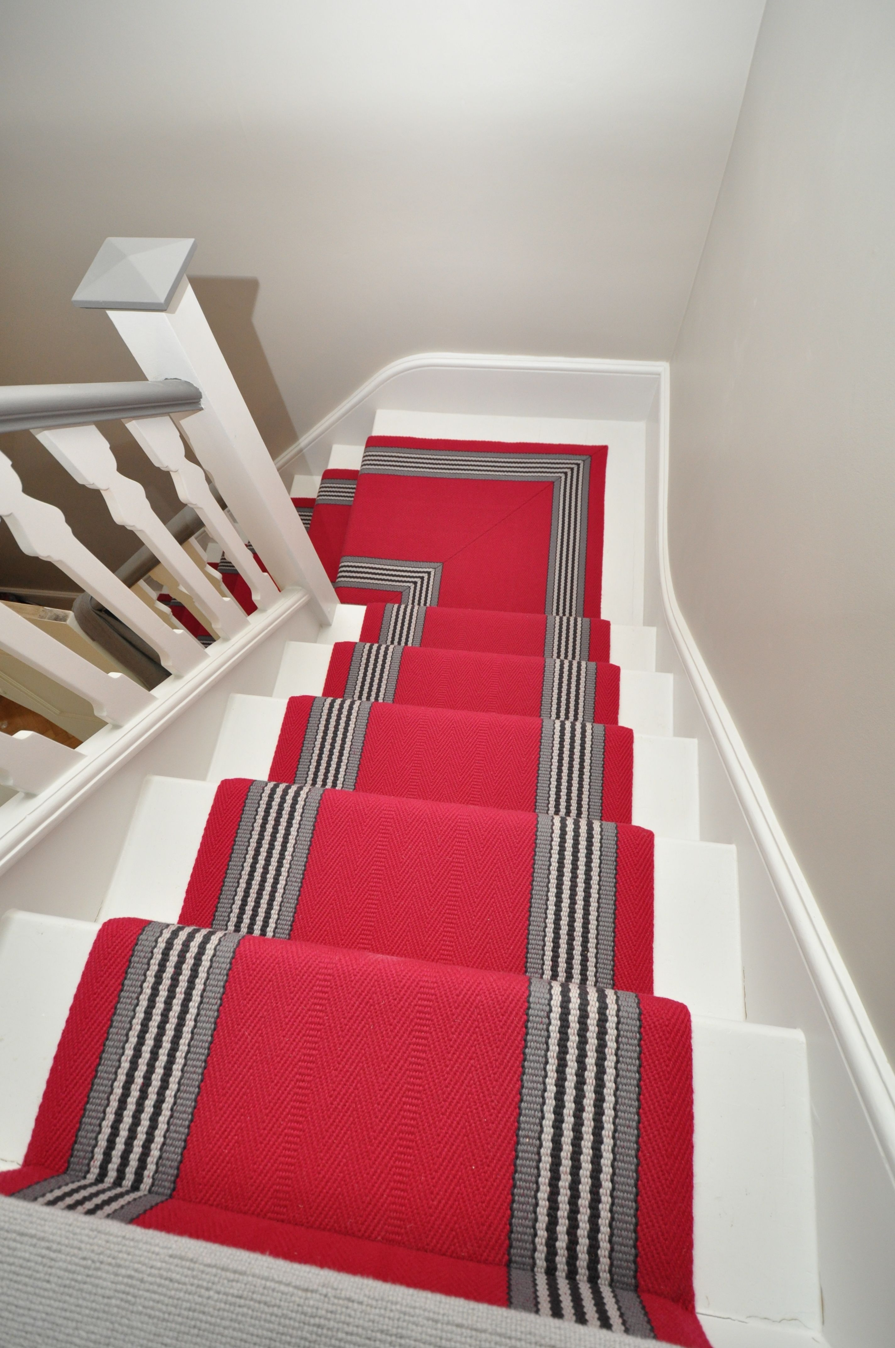 4 098 Flatweave Stair Runners Off The Loom Berwick 5 Flatweave Stair Runners Fitted In London Www Offtheloom Co Uk Mitred On Quarter Landing We Turned Down Stair Runner Stairs