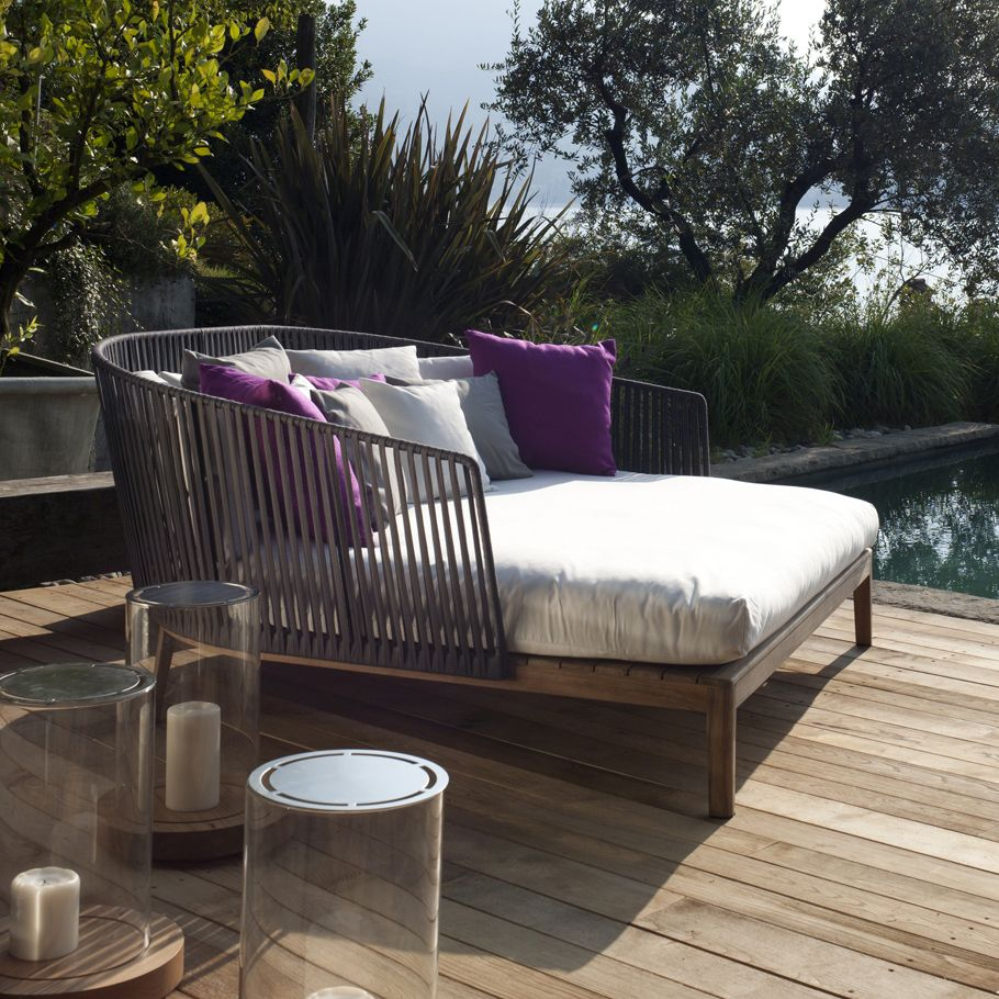Terrassenmöbel lounge modern  Our Mood Daybed looks luxurious poolside | luxury outdoor lounge ...